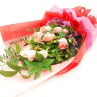 12 delux Pink Hand Bouquet
