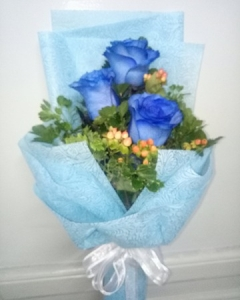 3 Holland blue roses bouquet