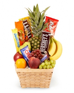 6 items small fruits basket w/8 chocolate bars
